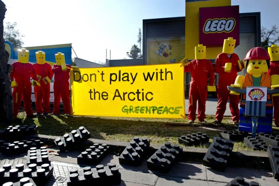 Greenpeace est engagé dans un combat tous azimuts... (PHOTO MARTIN BERNETTI, ARCHIVES AFP)