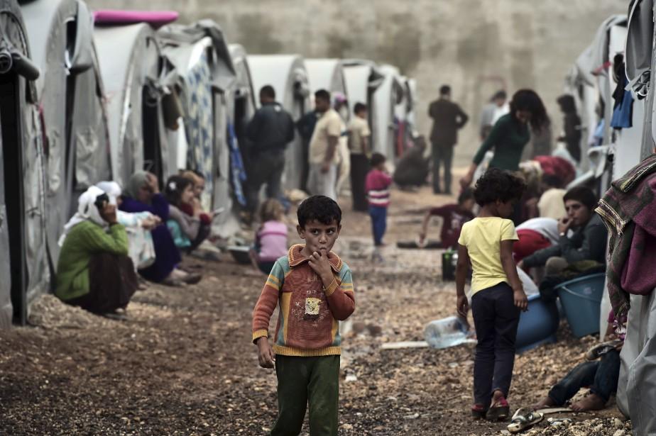 Les assauts de l'État islamique à Kobané a forcé près de 300 000 personnes à quitter la ville pour se réfugier dans les camps. (Agence France-Presse)