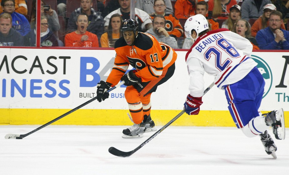 Wayne Simmonds tente une incursion offensive devant le défenseur Nathan Beaulieu. (Photo Chris Szagola, AP)