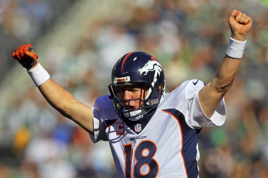 Manning a lancé 506 passes de touché au... (PHOTO ADAM HUNGER, REUTERS)