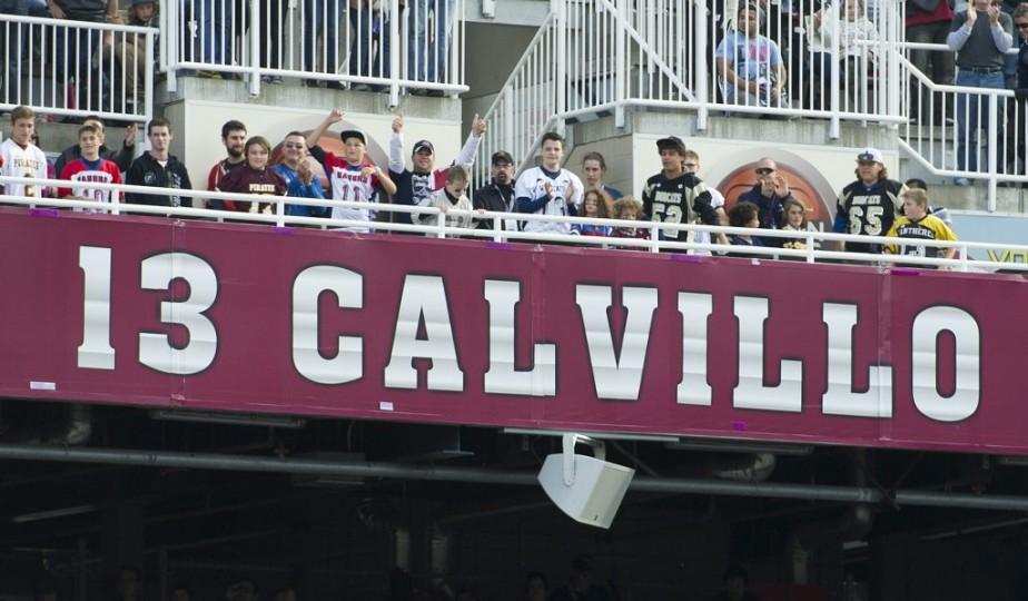 Le numéro 13 de Calvillo a été élevé à côté du 27 de son ancien coéquipier Mike Pringle. (Photo Graham Hughes, La Presse canadienne)