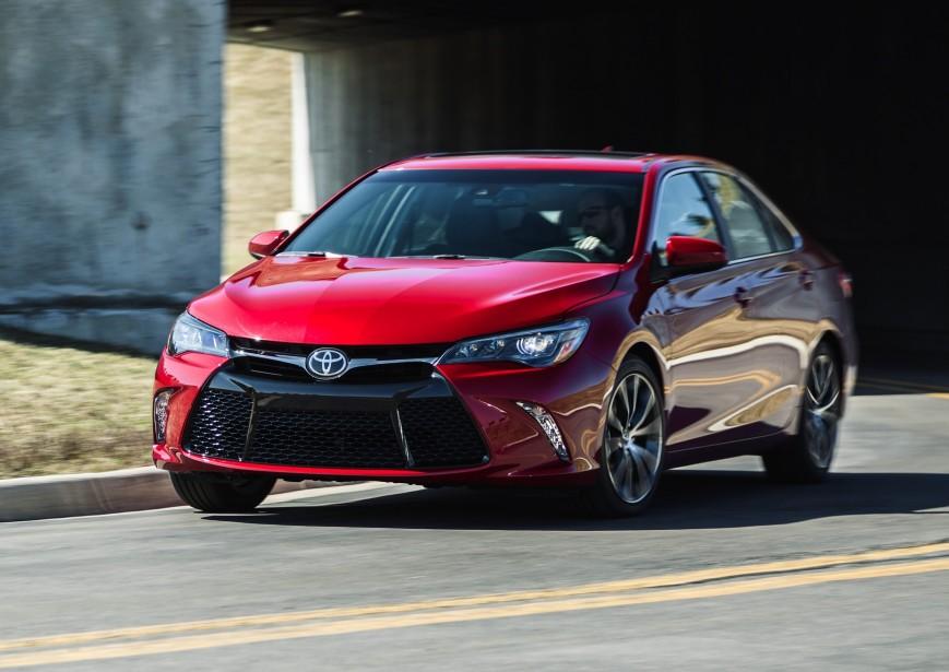 Toyota Camry - Prix non dévoilé - Toyota a entrepris des mises à niveau des designs de ses véhicules depuis les deux ou trois dernières années. La Camry n'y échappera pas. La version hybride est maintenue. (Photo Toyota)