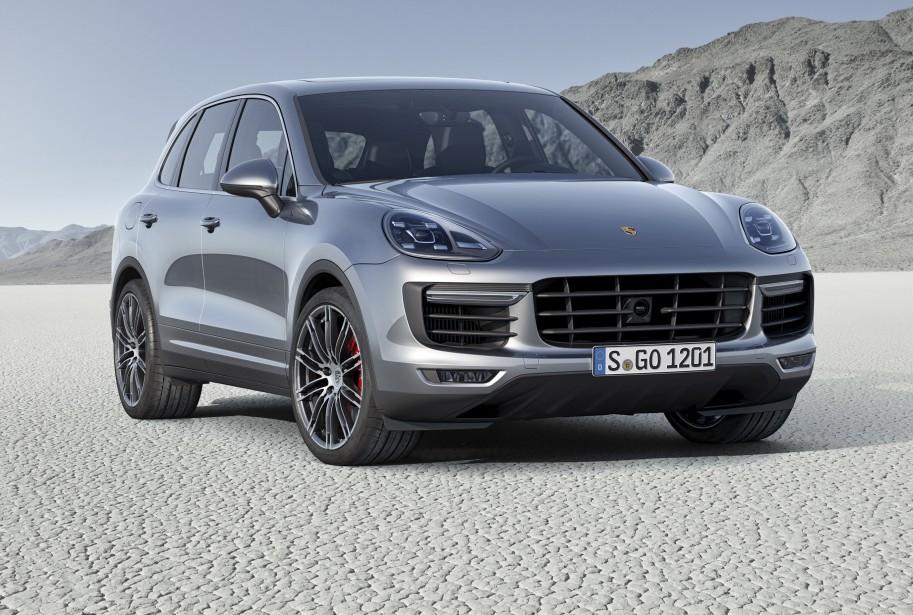 Porsche Cayenne - À partir de 71 300 $ - Avec de nouvelles lignes plus acérées et dynamiques, le VUS de luxe Cayenne de Porsche est aussi offert en version hybride rechargeable. (Photo Porsche)