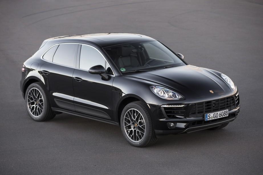 Porsche Macan - À partir de 54 300 $ - Porsche a lancé plus tôt cette année un VUS compact de luxe, le Macan. Deux moteurs V6 biturbo sont proposés: le 3,0 litres et le 3,6 litres. (Photo Porsche)