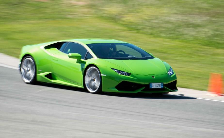 Lamborghini Huracan - À partir de 260 990 $ - Le nouveau chef d'oeuvre de Lamborghini, doté d'un moteur V10 de 5,2 litres de 610 chevaux, peut faire le 0 à 100 km/h en moins de 3,2 secondes et atteindre 320 km/h. (Photo Lamborghini)