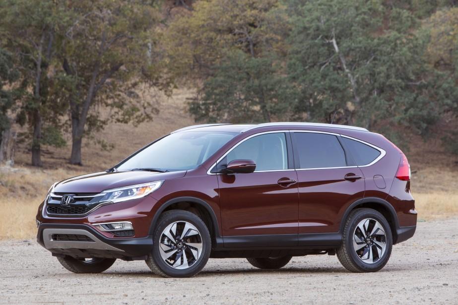 Honda CR-V - À partir de 25 990 $ - La cure de rajeunissement du CR-V lui donne un look plus dynamique. Un nouveau moteur quatre-cylindres à injection directe de 2,4 litres se trouve sous le capot. (Photo Honda)
