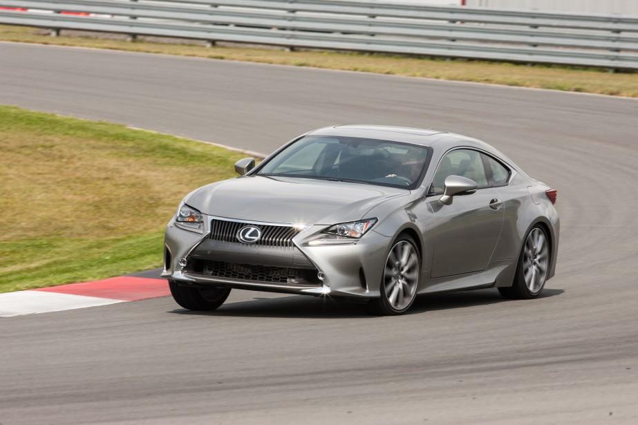 Lexus RC - À partir de 54 000 $ - Lexus a lancé un nouveau coupé sport qui est propulsé par un V6 de 3,5 litres de 307 chevaux (RC 350 et RC 350 F Sport) ou un V8 de 5,0 litres de 467 chevaux (RC F). (Photo Lexus)