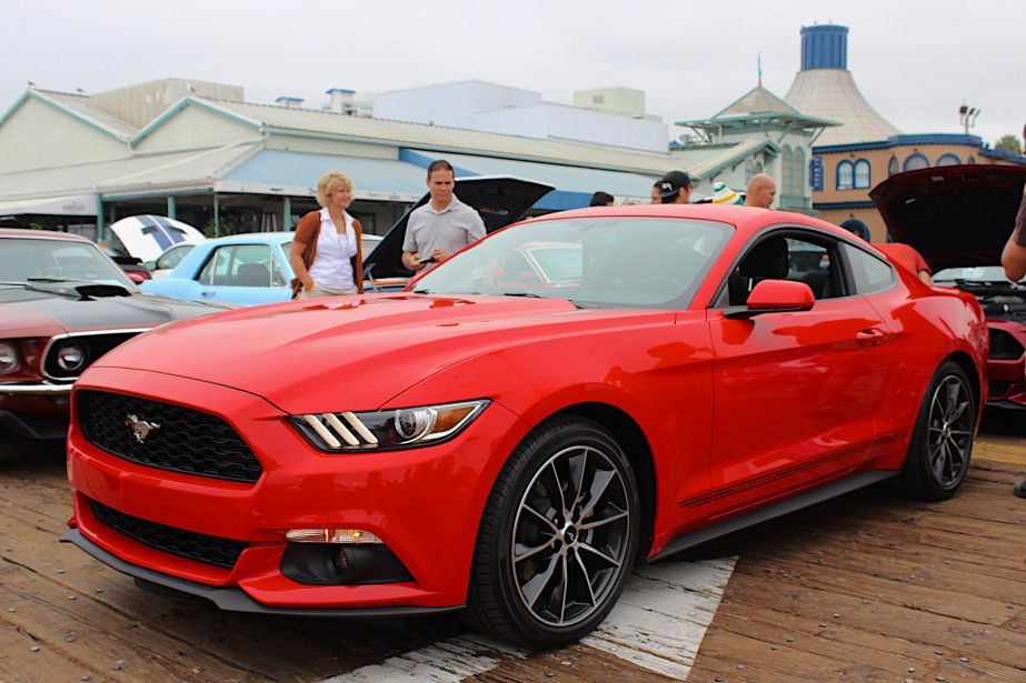 Ford Mustang - À partir de 24 999 $ - Pour célébrer ses 50 ans en avril dernier, Ford a lancé la Mustang 2015. Une particularité: un quatre-cylindres EcoBoost est offert qui, selon certains, surprend. (Photo Ford)