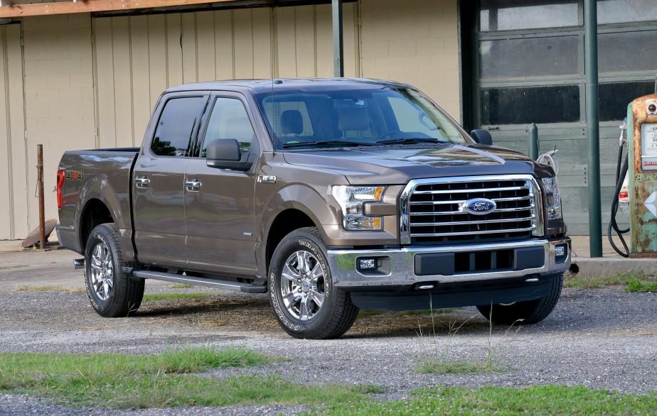 Ford F-150 - À partir de 17 999 $ (prix de 2014) - Afin de réduire son poids, le nouveau F-150 est désormais construit en aluminium. Un matériau qui tendra à s'imposer dans la fabrication des camions d'ici quelques années. (Photo Ford)