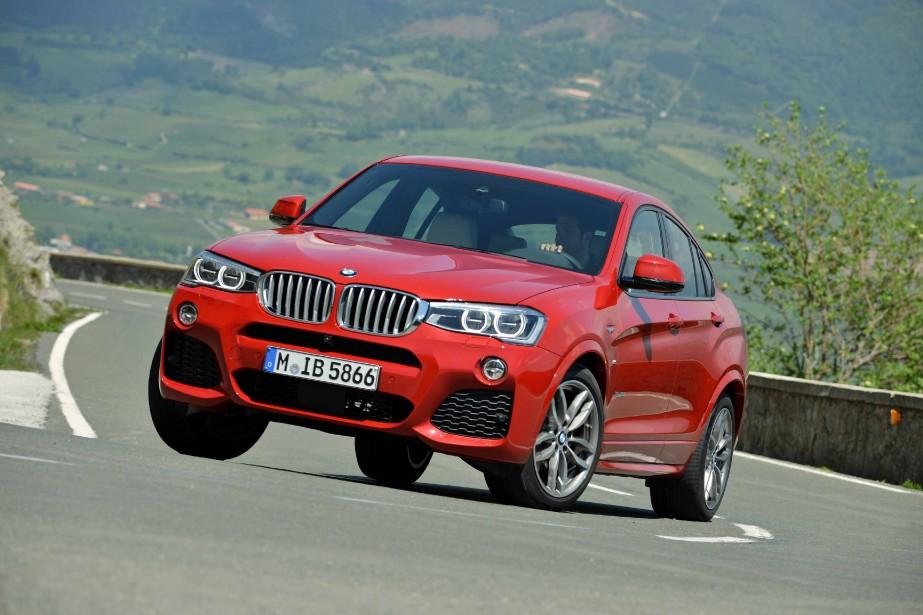 BMW X4 - À partir de 46 300 $ - Reprenant sensiblement les mêmes longueur et empattement que la Série 4 Gran Coupé, le X4 est plus haut sur pattes, donnant l'effet d'un VUS. (Photo BMW)