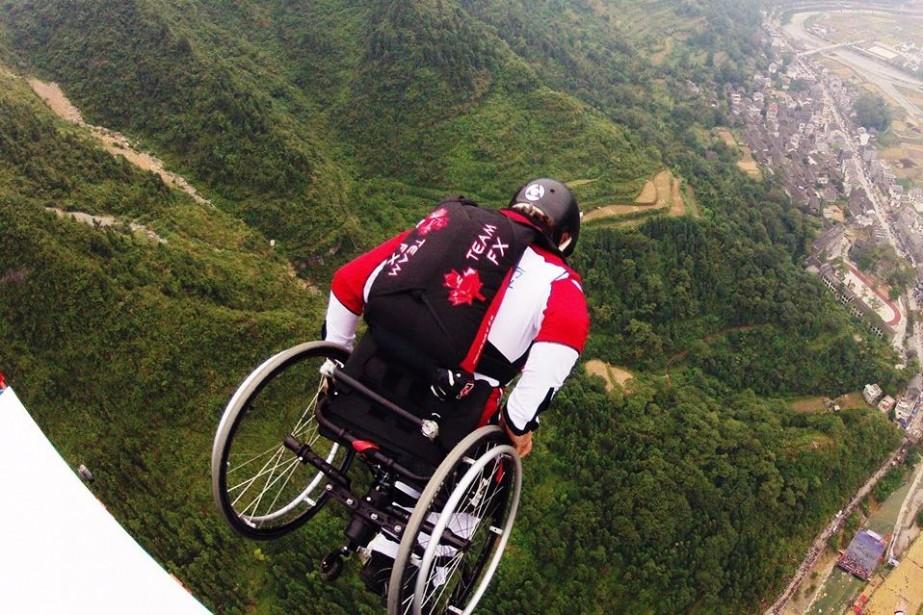 Lonnie Bissonnette lors d'un saut... (Photo tirée de Facebook)