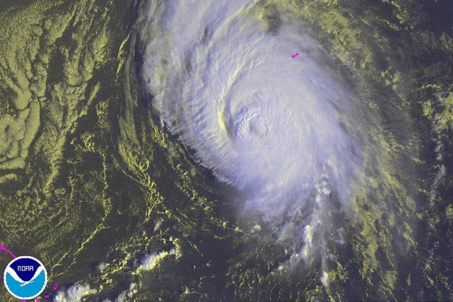 L'ouraganGonzalo, qui est passé de catégorie4 à 3... (PHOTO REUTERS/NOAA)