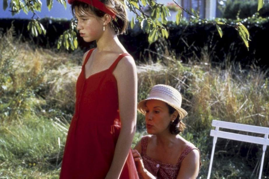 Charlotte Gainsbourg etBernadette LafontdansL'effrontée....