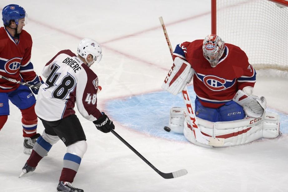 Le gardien du Canadien Carey Price bloque un tir de son ancien coéquipier Daniel Brière. ()