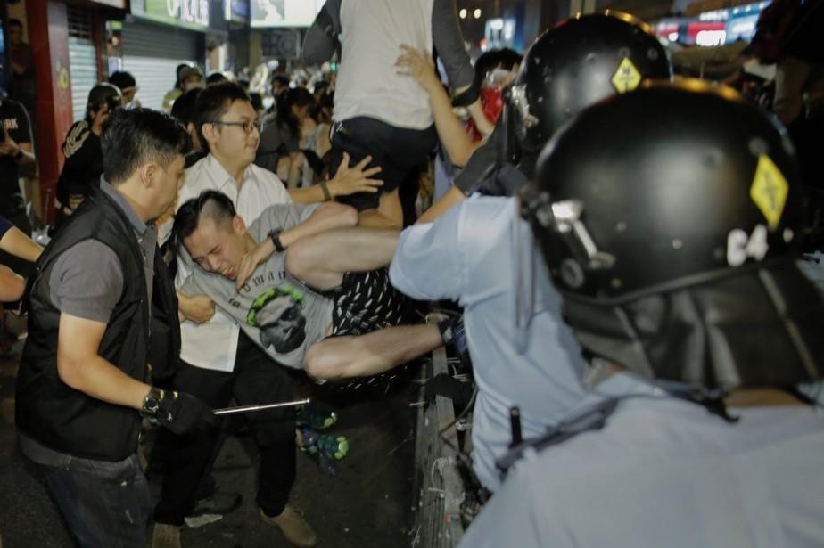 «La police a violé le principe» selon lequel... (PHOTO VINCENT YU, AP)