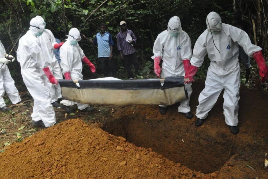 Le corps d'une femme soupçonnée d'être morte après... (PHOTO ABBAS DULLEH, AP)