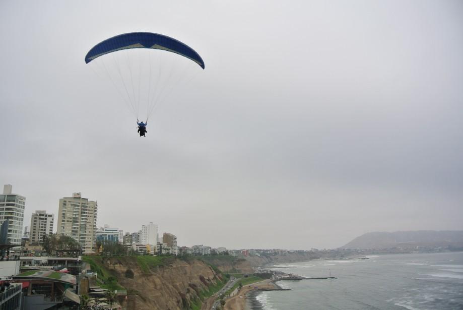 Lorsque le vent se lève, les amateurs de parapente se donnent rendez-vous près du Parque del Amor. (Photo David Riendeau, collaboration spéciale)
