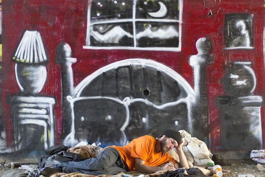 Une chambre. Voilà à quoi rêve ce sans-abri.... (PHOTO GRACIEUSETÉ DE SKID ROBOT)
