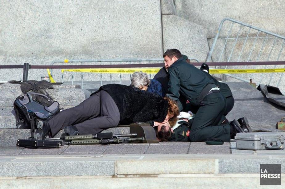 L'attentat au Parlement à Ottawa vu à travers l'objectif des photographes sur...