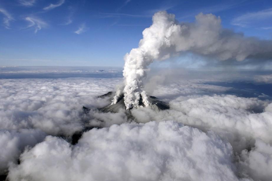 L'éruption du mont Ontake a surpris tout le... (PHOTO AP/KYODO NEWS)