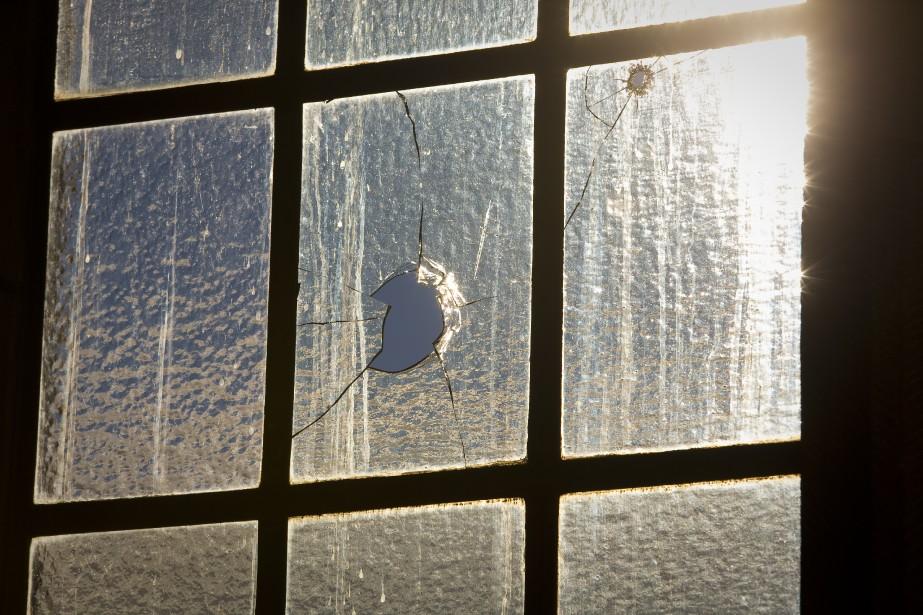 Des trous de balles étaient visibles un peu partout dans le Parlement au lendemain de l'attentat. (Photo André Pichette, La Presse)