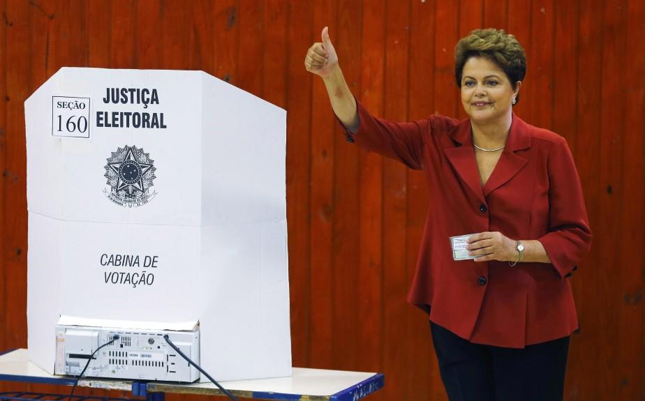 Brésil: Dilma Rousseff réélue de justesse