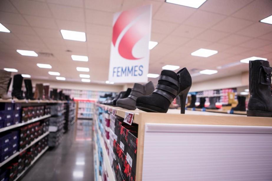 Le rayon pour femmes au magasin de Place... (Photo Myriam Baril-Tessier, fournie par Famous Footwear)