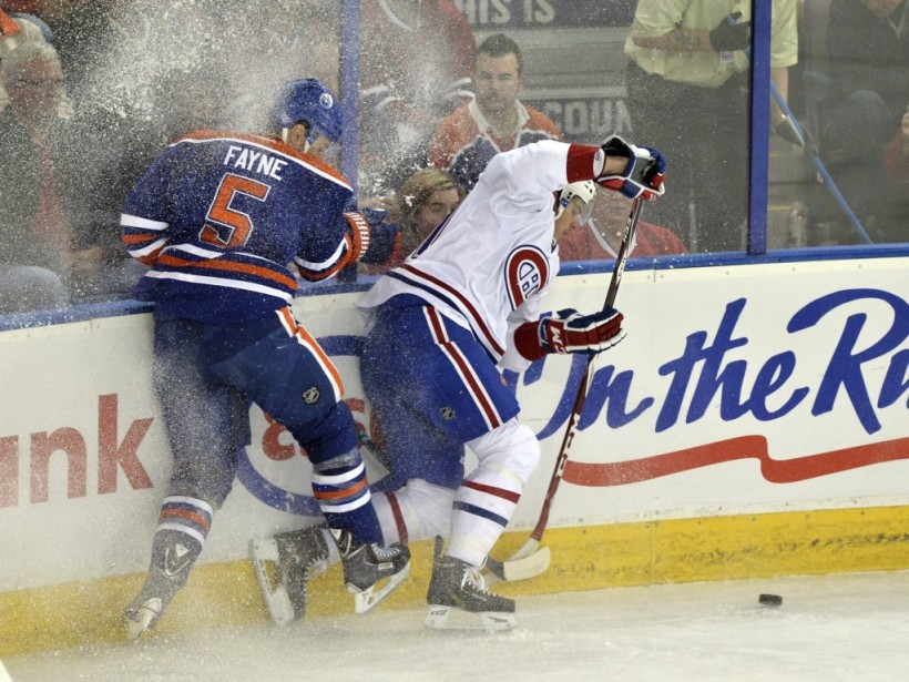 Mark Fayne surveille Brendan Gallagher de près. (Reuters)
