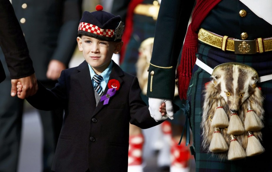 Marcus Cirillo, 5 ans, aux funérailles de son père Nathan. (PHOTO MARK BLINCH, REUTERS)