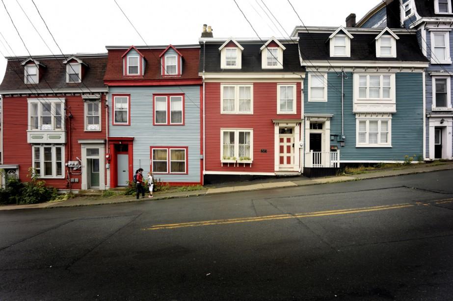 Avec leurs couleurs éclatantes, ces jolies petites maisons disposées en rangées dans le centre-ville sont communément appelées la Jellybean Row. (Photo Bernard Brault, La Presse)