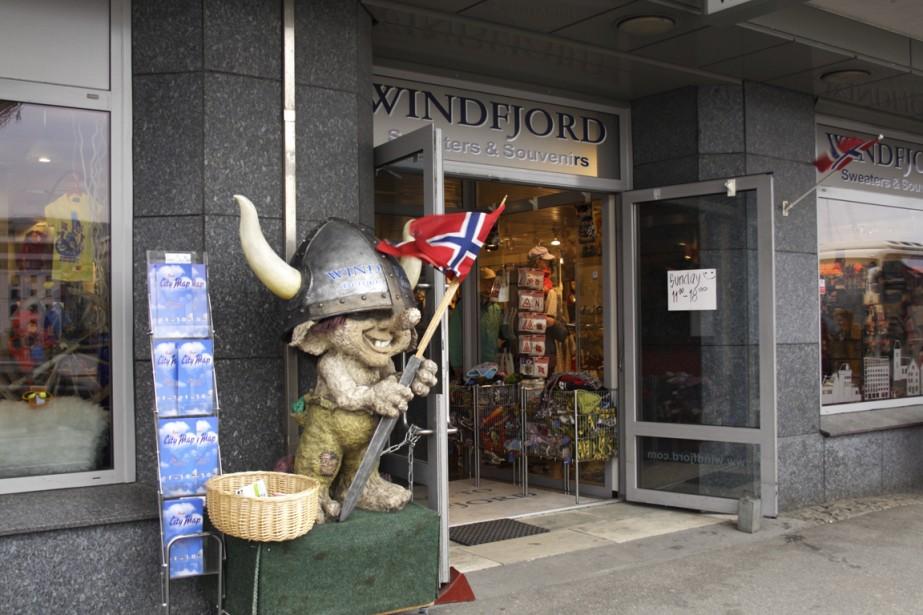 Boutique de souvenirs à Bergen. Dans le folklore norvégien, les Trolls sont des créatures terrifiantes. Ceux que l'ont trouve dans les parcs et les boutiques pour touristes sont plus gentils. (Photo Thinkstock)