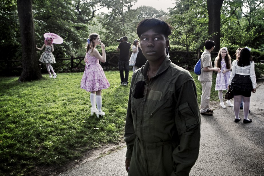 François Pesant, photographe au journal  Le Devoir , diplômé en sociologie et lauréat 2013 de la bourse Zoom Photo Festival / Reporters sans frontières USA présentera son reportage  L'ennemi intérieur , sur les viols au sein de l'armée américaine.   31 octobre 2014