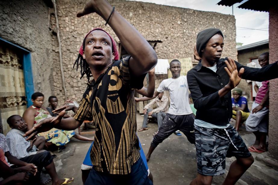 Frédéric Noy propose  Homo africa: être gai au coeur du continent africain .   31 octobre 2014