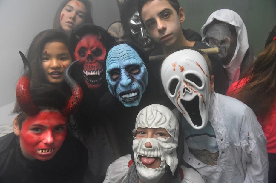 La fête de l'Halloween a été soulignée de multiples façons cette semaine au Salésien. Les élèves ont notamment été invités à visiter « le plus horrible des donjons » et à prendre part à un défilé de costume. Le spectacle « Welcome to my nightmare » d'Alice Cooper a aussi mis en vedette 15 élèves de l'institution. ()