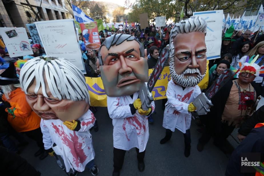 Plusieurs milliers de personnes manifestent au centre-ville de...