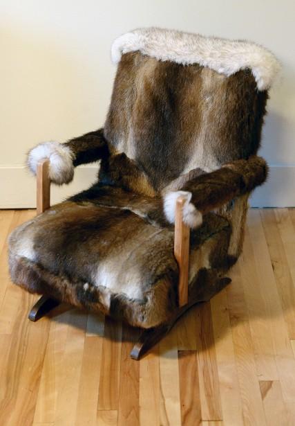 Vos petits mousses seront ravis de s'asseoir dans un fauteuil aussi doux. Celui-ci était auparavant recouvert de vinyle orange. (Le Solei, Erick Labbé)