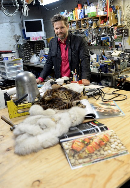 L'atelier de l'accessoiriste François Beauchemin sert d'espace d'entreposage pour ses nombreuses trouvailles et de lieu de création. (Le Solei, Erick Labbé)