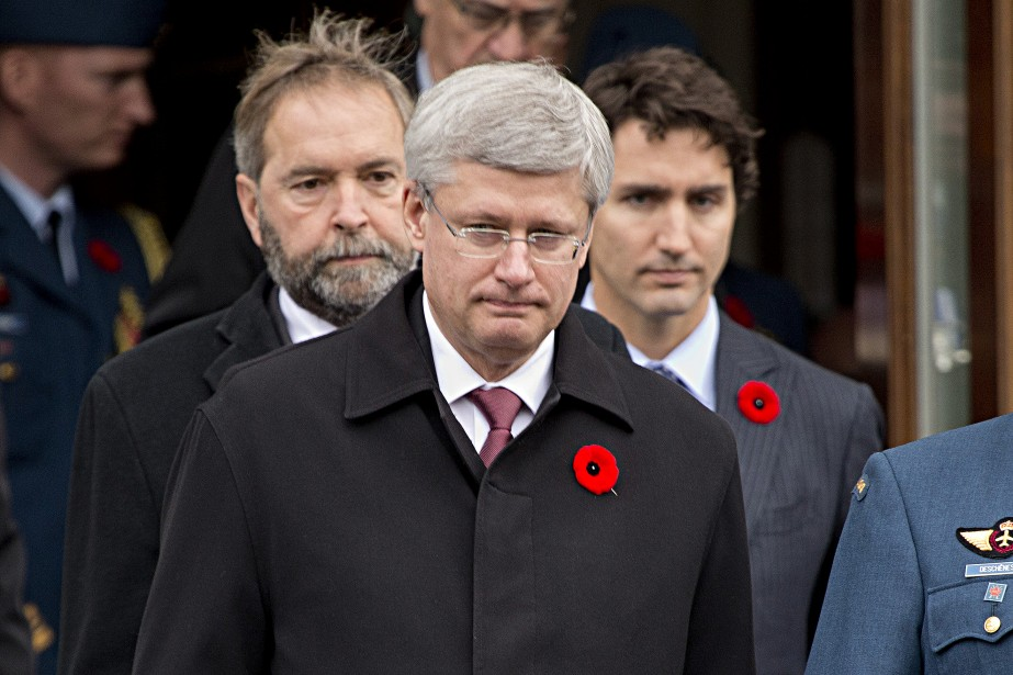Les chefs du NPD, Thomas Mulcair (à gauche) et du Parti libéral du Canada, Justin Trudeau, étaient également présents aux funérailles en compagnie du premier ministre Stephen Harper. ()