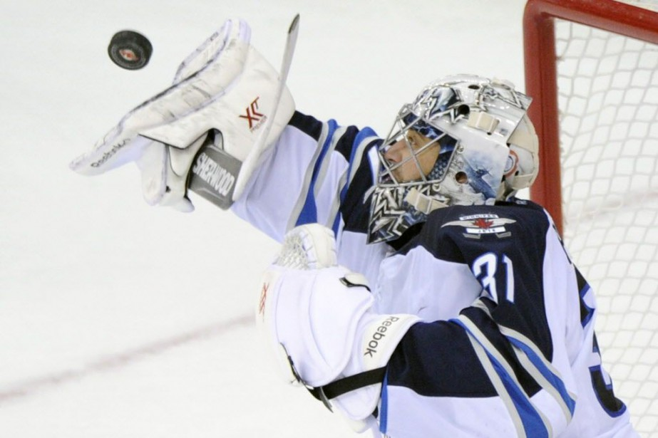 Ondrej Pavelec a été excellent tout au long... (Photo Bill Kostroun, Archives AP)