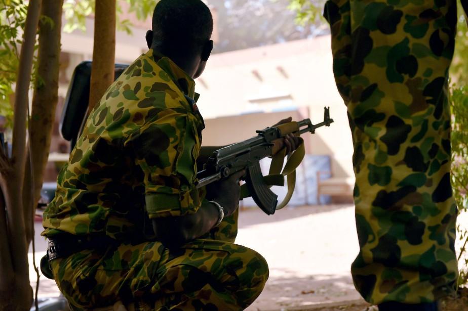 La situation restait tendue lundi matin au Burkina... (Photo ISSOUF SANOGO, AFP)