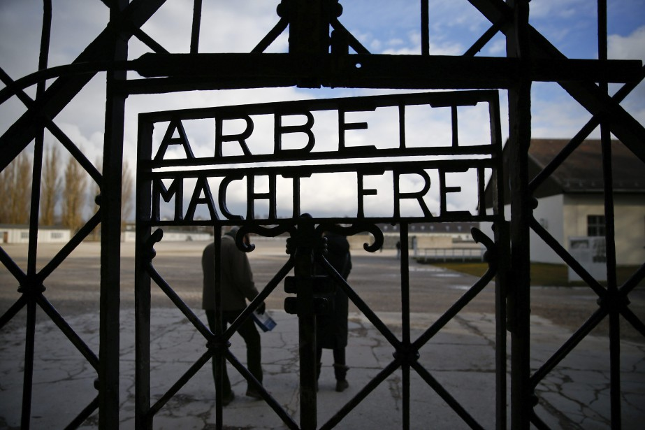 Le portail portant l'inscription Arbeit macht frei (le... (Photo MICHAEL DALDER, archives Reuters)