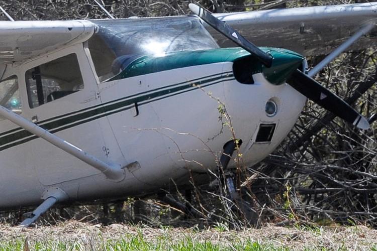 Un homme qui a pris son avion et a roulé jusqu'au bistrot... (Photo archives PC)