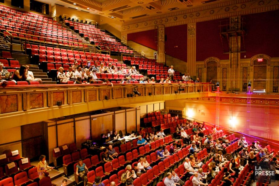 Le théâtre Outremont, construit en 1928, a été... (PHOTO SARAH MONGEAU-BIRKETT, LA PRESSE)