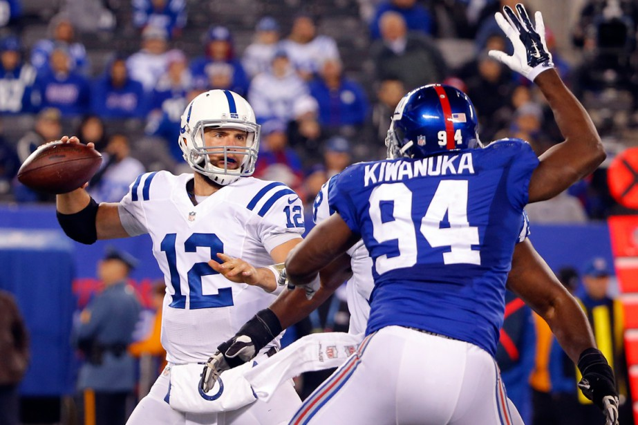 Le quart Andrew Luck (12) a amassé 354... (Photo Jim O'Connor, USA Today Sports)