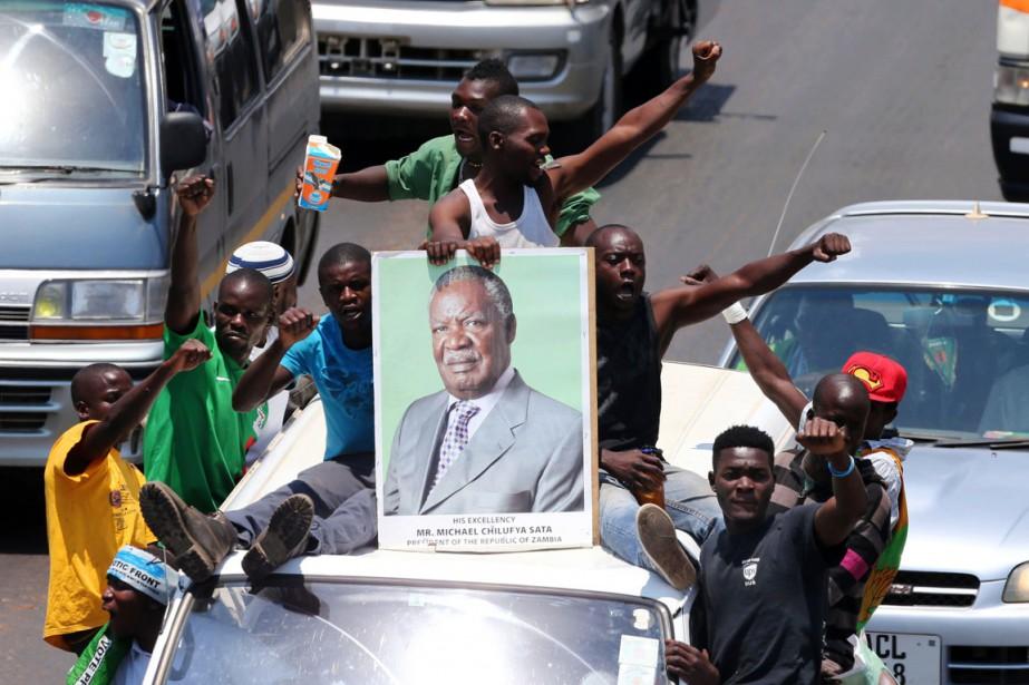 Des partisans du président Michael Sata défilent dans... (PHOTO CHIBALA ZULU, ARCHIVES AFP)