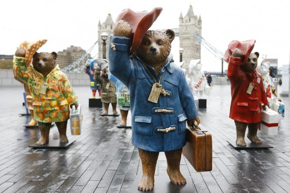 Des statues de l'ours Paddington près de Tower... (Photo: AP)