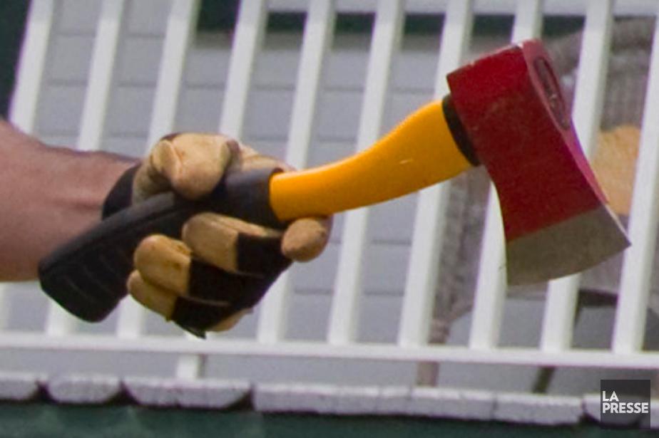 Un homme furieux de trouver une voiture garée... (Photo archives La Presse)