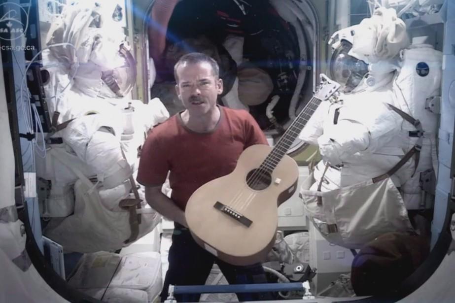 Chris Hadfield chante Space Oddity dans l'espace.... (Photo: archives La Presse Canadienne)