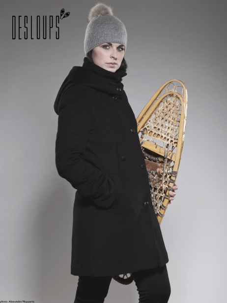 Manteau long en laine pour femme, Manteaux Desloups, 625$, offert en ligne et dans certains points de vente, autres couleurs disponibles. (Photo fournie par Manteaux Desloups)