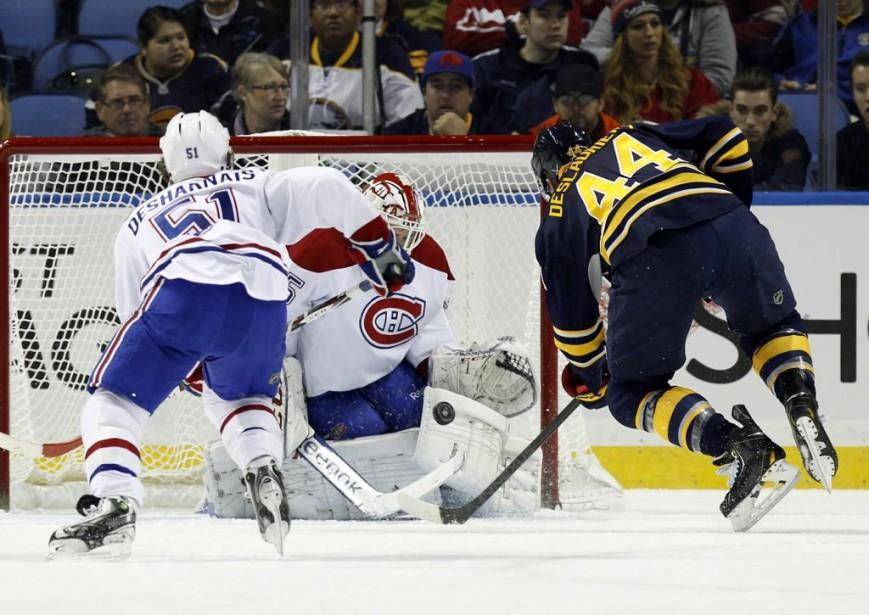 Dustin Tokarski stoppe un tir de Nicolas Deslauriers. (Reuters)